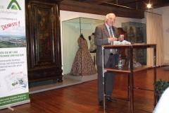 Dr. Karl Gerhard Schmidt stellt sein Buch vor